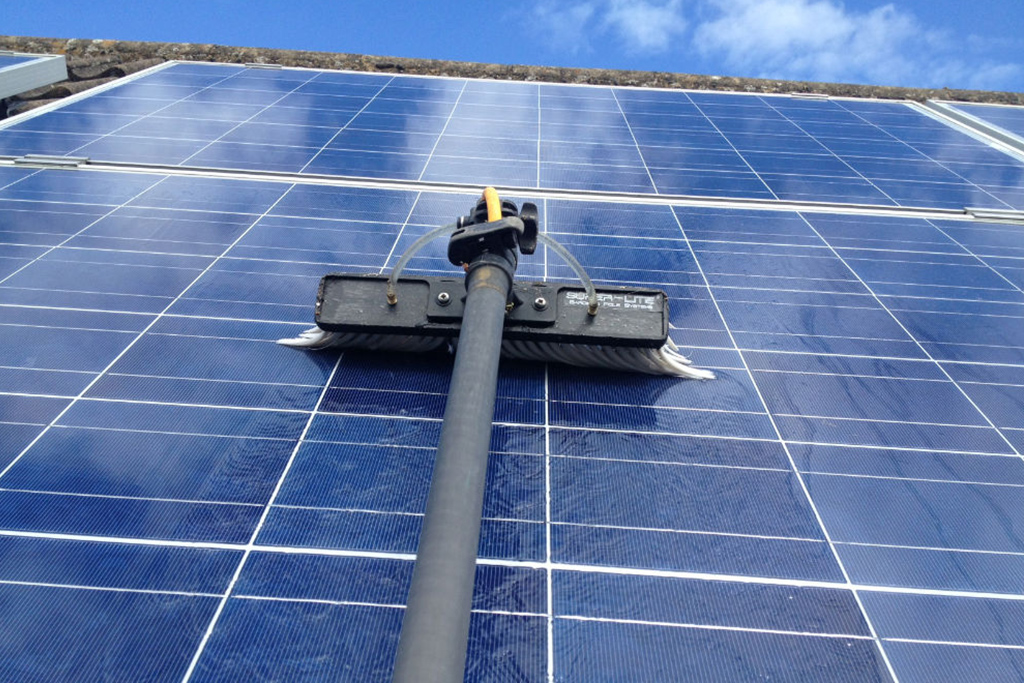 solar-cleaning-image